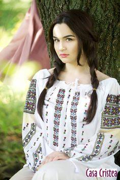 Folk Costume, Costumes, Ukraine Women, Folk Fashion, Romania, Narnia 2, Cute Babies, Culture, Celebrities