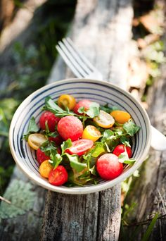 Watermelon and tomato salad  Serves 4    1/4 watermelon  24 red and yellow cherry tomatoes, cut in half  4 cups watercress  4 tablespoons olive oil  1 tablespoon lemon juice  salt and pepper