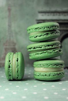 Ah, ce delicii la nunta: macarons din fistic: si gustoase si in tendinte:)