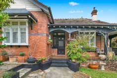 Sold 8 Bayswater Road, Lindfield NSW 2070 on 09 Sep 2014 - 2011399537 | Domain House Exterior Color Schemes, Exterior Colors, Exterior Design, Red Brick Exteriors, House Exteriors, Tavistock, Facade House, Traditional House, House Ideas