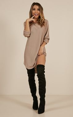Snowboardstövlar Lazy Girl Top In Mocha Produced Where fashion meets loungewear. If you love to be comfy and stylish without having to try too hard, than this is your dream dress! Made from a lightwe. Look Fashion, Autumn Fashion, Girl Fashion, Fashion Outfits, Womens Fashion, Pullover Shirt, Thanksgiving Outfit Women, Fall Outfits, Modeling Poses