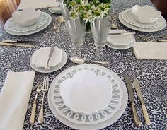 mix of white with gray, silver, and crystal to create this glimmering holiday lunch. (by Victoria Amory via House Beautiful)