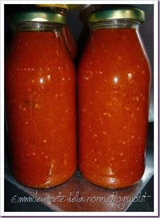 Le Ricette della Nonna: Salsa di pomodoro Homemade Tomato Sauce, Eat Dessert First, Hot Sauce Bottles, Deli, Vegan Vegetarian, Carne, Vegan Recipes, Food And Drink, Favorite Recipes