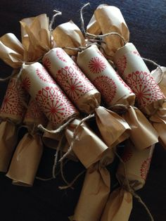 Homemade Christmas crackers -- to use as favors instead of favor bags Christmas Hamper, Christmas Favors, Christmas Wrapping, Homemade Christmas, Christmas Crafts, Irish Christmas, Christmas Love, Christmas Holidays, Country Christmas