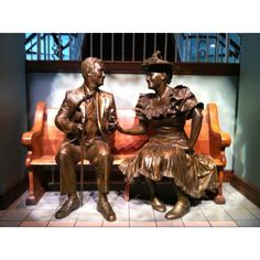 Statue of Roy Acuff and Minnie Pearl in the Ryman Auditorium