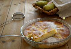 La torta di pere morbida è una deliziosa torta da credenza, facile da fare, senza olio e senza burro, perfetta per colazione, merenda o come fine pasto.