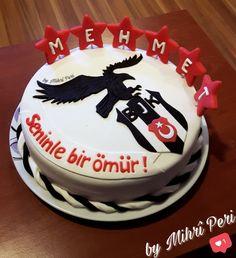 BEŞİKTAŞ DOĞUMGÜNÜ PASTASI    #butikpasta #bjkpasta #besiktaspasta #taraftarpastası #fondantcake #birthdaycake #fondantart #sekerhamurupasta