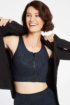 Raise your game in Nimble's Zip & Go Bra in Sea Turtle. With a technical fabric, full front zip and wide straps, this breathable sports bra not only offers easy-on, easy-off wear, but impressive coverage. Sports Luxe, Sport Fashion, Zip Ups, Turtle, Active Wear, Sea, Crop Tops, Medium, How To Wear