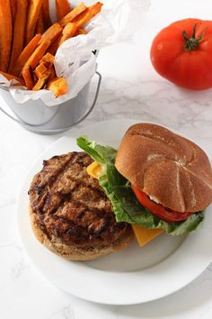 The BEST Turkey Burgers! This simple and healthy turkey burger recipe will become your new favorite. These low-fat burgers are FULL of flavor and should be a staple at any BBQ! Ground Turkey Burgers, Best Turkey Burgers, Grilled Turkey Burgers, Turkey Burger Recipes, Ground Turkey Recipes, Bbq Turkey, Hamburger Recipes, Turkey Food, Grilled Food