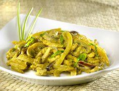Kalkoen en venkel in de wok. Super simpel en snel (lekker met 2 wortels ipv champignons)