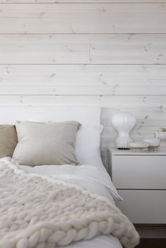 〚 The beauty of natural minimalism in Finland 〛 ◾ Photos ◾Ideas◾ Design Home Bedroom, Bedroom Wall, Bedroom Decor, Small Home Offices, Modern Farmhouse Decor, Modern Cottage, Cottage Chic, Wood Interiors, Beautiful Interiors