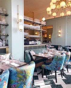 Let's meet here after work! Well, if we lived in London perhaps! But in all seriousness, how chic is this spot? The channel tufted… Restaurant Design, Restaurant Bar, Banquette Dining, Dining Room, Musical London, Victorian Christmas, Town And Country, Breakfast Nook, House