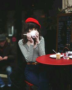 Всем доброго утра. Хотелось бы спросить - а как часто вы позволяете себе мечтать? Не ставить цели и достигать их - часто с напором и по-мужски знаю сама там бывала:-)  а просто сидеть пить кофе/чай и мечтать...или идти по улице и бродить по закоулкам своих мечтаний...вот сегодня я проснулась рано и стала мечтать тем более что сейчас первые лунные дни нового месяца и самое время это делать девочки. Попробуйте помечтайте напишите хотя бы несколько мечталок на ближайшее время:-) а лучше…