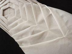 "Origami Fashion - manipulated fabric folds; exquisite texture & pattern detail // Shingo Sato ""Anatomía de un vestido"" #textiles"