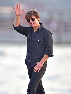 Tom Cruise kept his look casual with relaxed jeans, a chill button-down, tousled tresses and jet black aviators!