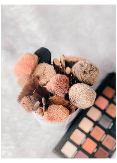 Baby brushes ✨ #makeup #brushes #aesthetic #makeupbrushesaesthetic Makeup Tools, Makeup Brushes, Eye Makeup, Beauty Makeup, Hair Beauty, Flatlay Makeup, Flatlay Styling, Flat Lay Photography, Makeup Photography