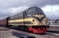 """The first """"Nohab"""", is restored er restuarert almost completely back to delivery look. Time Travel Machine, Rail Europe, Train Truck, Diesel Locomotive, By Train, Norway, Transportation, Delivery, World"""