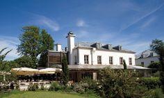 """Restaurant """"L'ile"""", on the Ile Saint-Germain. 170 Quai de Stalingrad, 92130 Issy-les-Moulineaux."""