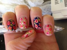 Floral nail design. Hand painted.