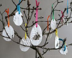 schaeresteipapier: Den Osterbaum schmücken mit selbstgebastelten Anhängern aus Ton