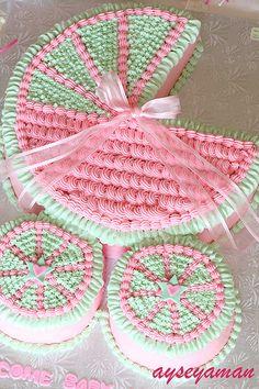 Baby Bugie Cake www.ayseyaman.com