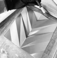 Moldes do revestimento Chevron também sendo reproduzidos  lançamento 2016 em breve!! #revestimento #cimenticio #concreto #interiordesign #instadecor #interiores #concretetiles #cementtiles #parede #walldecor #decor #maski #concrete #handmade #tile #covering #Picoftheday #model