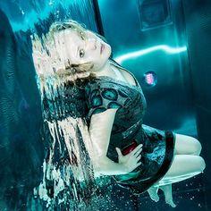 Tiny Shiny Metal Box  Underwater People & Fashion Photography  Unterwasser Model Fotografie