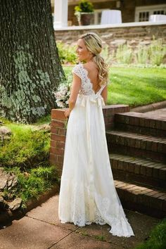 VINTAGE WEDDING DRESS WITH LACE SLEEVES #inweddingdress #laceweddingdress #vintagewedding
