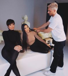 Image uploaded by ♕ ilary. Find images and videos about fashion, style and make up on We Heart It - the app to get lost in what you love. Kim Kardashian App, Kim Kardashian Hollywood Game, Kim Kardashian Snapchat, Kim Kardashian Pregnant, Kardashian Family, Kardashian Style, Kardashian Jenner, Kanye West Kids, Jenner Family