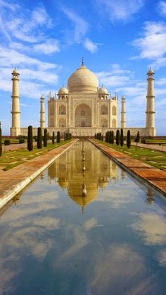 Historical Architectures -Taj Mahal - the Eighth Wonder in World