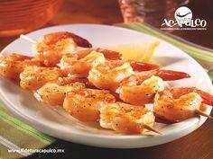 https://flic.kr/p/RvuZ5F | En Bocamar de Acapulco encontrarás deliciosas brochetas de camarón a la parrilla. GASTRONOMÍA DE MÉXICO 2 | #gastronomiademexico En Bocamar de Acapulco encontrarás deliciosas brochetas de camarón a la parrilla. GASTRONOMÍA DE MÉXICO. El camarón es uno de los mariscos favoritos por su sabor y en el restaurante Bocamar, los encontrarás asados a la parrilla y preparados con hierbas, sal y pimienta pero además, les puedes dar más sabor con las diferentes salsas que te…