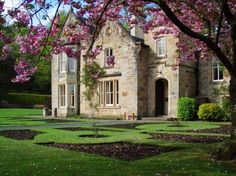 Google Image Result for http://www.east-ayrshire.gov.uk/asp/gallery/raw/Dean%2520Castle%2520and%2520Country%2520Park/Dower-House-Spring20060425_0010_l.jpg