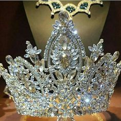 Who loves to wear this crown ?? Omg ! gorgeous BEAUTIFUL TIARA