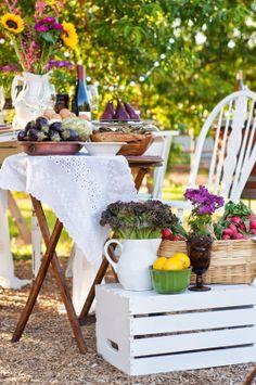 An Intimate Farm-to-Table Spring Potluck #entertaining #wedding #farmtotable