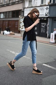 24 ideas de outfits para lucir tus lindos zapatos flatforms