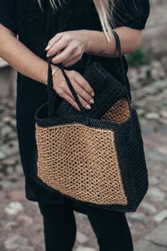 envelope bag and wicker-like bag with mobile pocket – Bag Types Love Crochet, Diy Crochet, Crochet Bags, Crochet Clothes, Crochet Clutch, Crochet Handbags, Diy Sac, Macrame Bag, Macrame Mirror