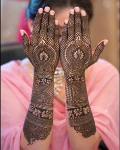 If you are looking for bridal mehndi designs for your wedding, then check out these top 30 mehandi images for some inspiration. Right from a simple mehndi design to an elaborate bridal henna design, you'll find it in here! Dulhan Mehndi Designs, Mehandi Designs, Latest Bridal Mehndi Designs, Mehndi Designs 2018, Stylish Mehndi Designs, Mehndi Design Photos, Wedding Mehndi Designs, Beautiful Mehndi Design, Mehndi Images