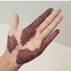 As Rakshabandhan 2019 is Coming, and colleges have started, Here's an article on Henna Mehndi Designs which you can easily pull off to college. These are not too difficult, you will find som… Finger Henna Designs, Mehndi Designs For Girls, Henna Art Designs, Mehndi Designs For Beginners, Indian Mehndi Designs, Mehndi Designs 2018, Mehndi Designs For Fingers, Modern Mehndi Designs, Mehndi Design Pictures