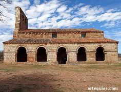 Una de las caracter´sticas del románico en Soria es la abundancia de galería como ésta de Tiermes