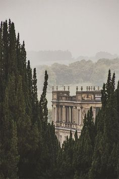 Chatsworth House in Derbyshire, England stands on the east bank of the River Derwent and looks across to the low hills that divide the Derwent and Wye valleys.