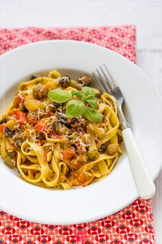 Makaron z warzywami, #przepis niemal całoroczny ;). Wegetariańska pasta z warzywami na #obiad.  http://dorota.in/makaron-z-warzywami/  #food #kuchnia #makaron #recipe #dinner