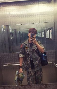 Yoo Seung-ho Posts Manly Photo That Has Netizens Swooning