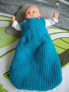 Bonjour les tricoteuses, Un paquet de laine trouvée chez ma mère qui ne tricote plus depuis longtemps (presque 88 ans) et voilà une...