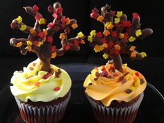 Decorating Cupcakes with yoyomax12 #123:  Falling Leaves and Trees