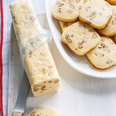 Biscuits congélo aux pacanes Low Carb Lunch, Low Carb Breakfast, Cookie Recipes, Dessert Recipes, Low Carb Brasil, Ricardo Recipe, Delicious Desserts, Yummy Food, Desserts With Biscuits
