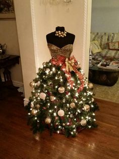 "This is what a ""formal"" Christmas tree looks like!"