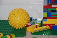 DUPLO structures - build and knock down