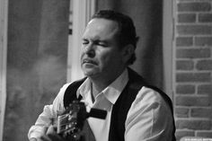 """RAPHAEL FAYS A LA MUSARDIERE A SAINTES LE 2/04/2016 Les patrons du café-concert-restaurant """"La Musardiére"""" à Saintes avaient invité pour cette soirée mémorable l'un des plus grands solistes de la guitare, l'excellent Raphael Fays. Je me faisais un plaisir..."""