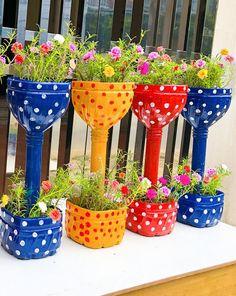Water Bottle Crafts, Plastic Bottle Flowers, Plastic Bottle Crafts, Bottle Cap Crafts, Diy Bottle, Plastic Recycling, Recycle Plastic Bottles, Bottle Garden, Flower Pot Design