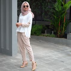 See Instagram photos and videos from @nabilahatifa Casual Hijab Outfit, Ootd Hijab, Hijab Chic, Casual Outfits, Casual Ootd, Street Hijab Fashion, Muslim Fashion, Abaya Fashion, Ootd Fashion